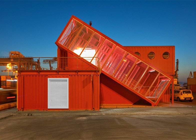 shipping-container-staircase10