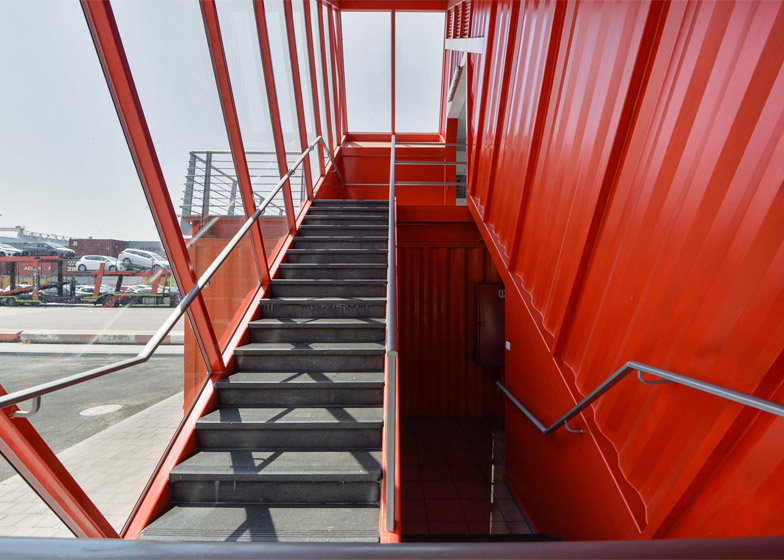 shipping-container-staircase8